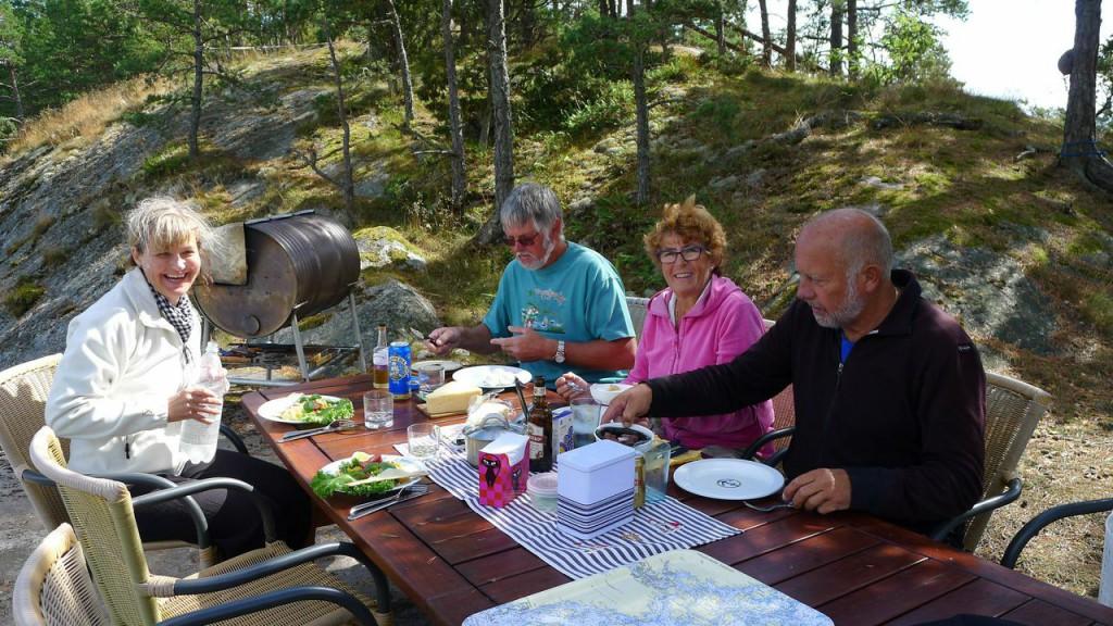 Lunch vid Navigationssällskapets klubbholme