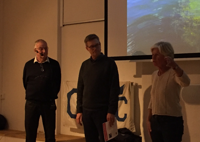 Från vänster; Lasse Granath, Hans-Lennart Ohlsson, museichef och Marianne Heijbel, OEYC styrelse